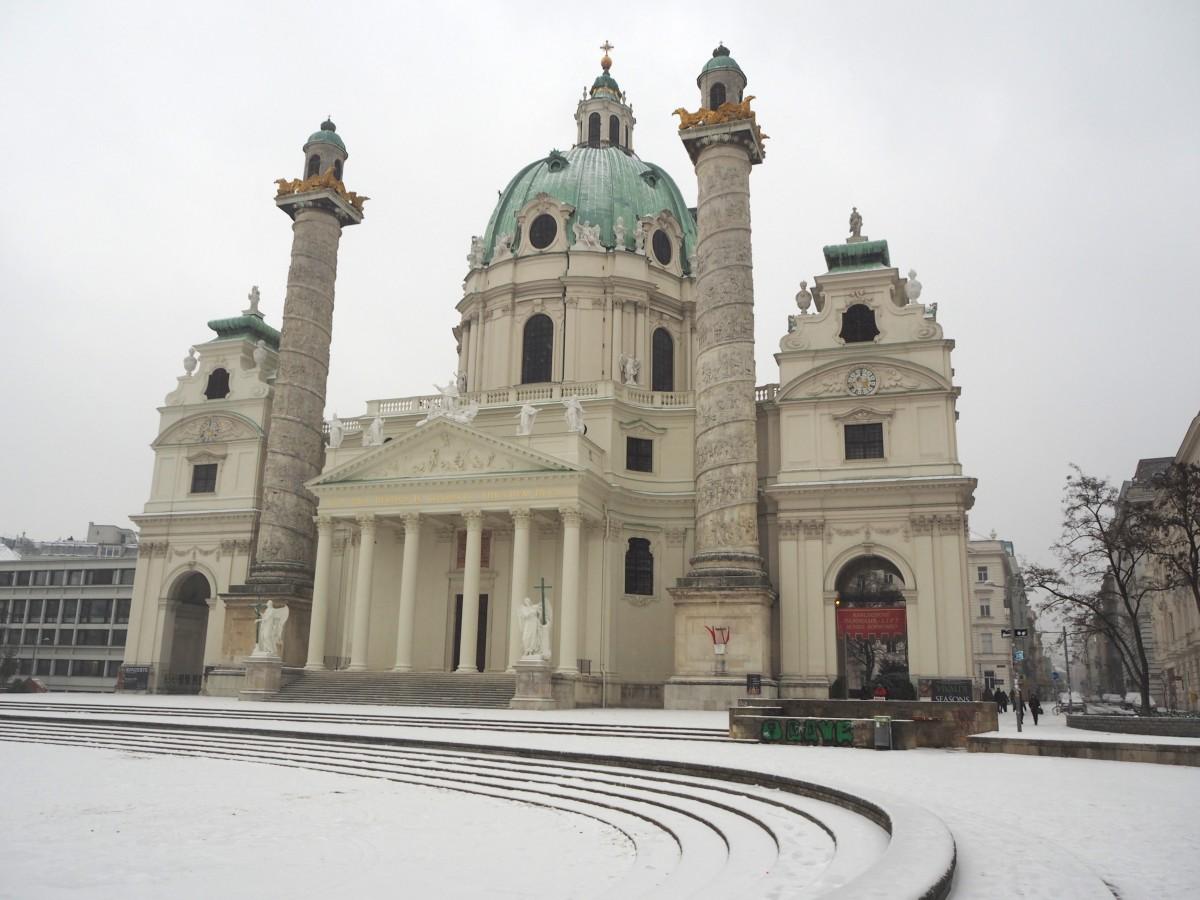 Winter in Wien Karlsplatz