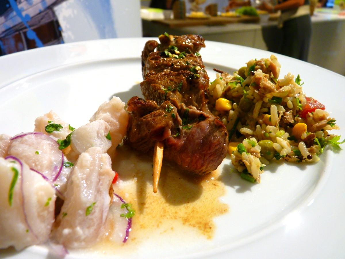 Essen: leckere Salate und gegrilltes Steak