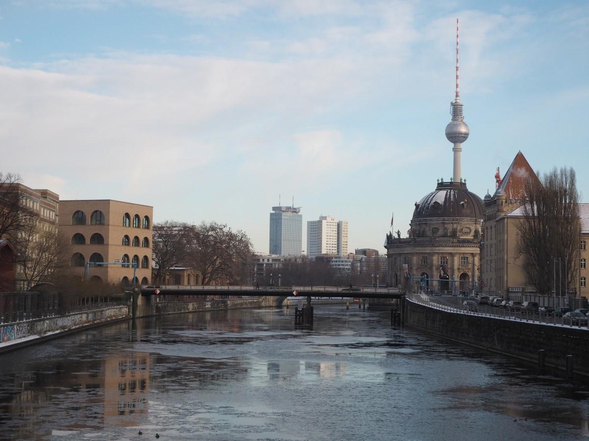 Winter in Berlin Bodemuseum Fernsehturm Spree