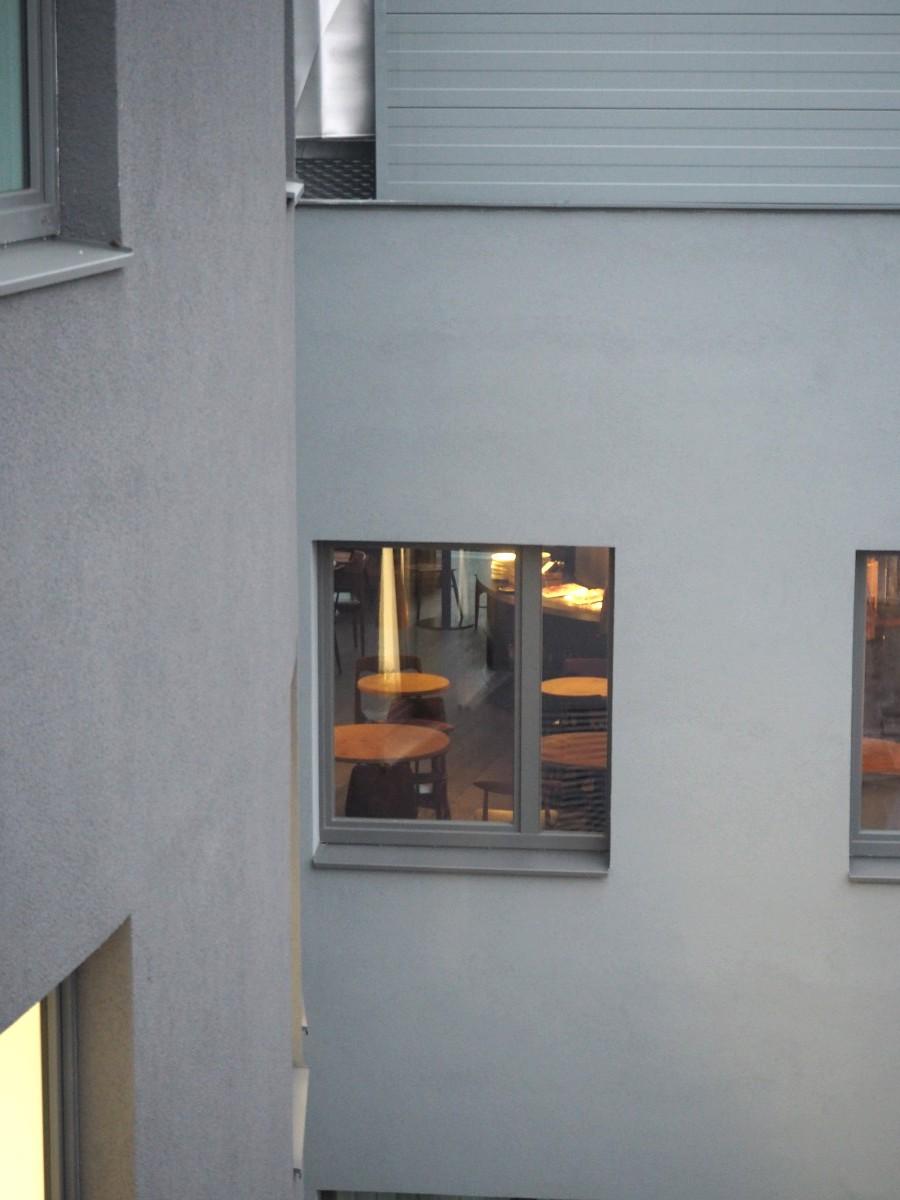 Blick von der Dachterrasse in den Empfangsraum des Ruby Marie
