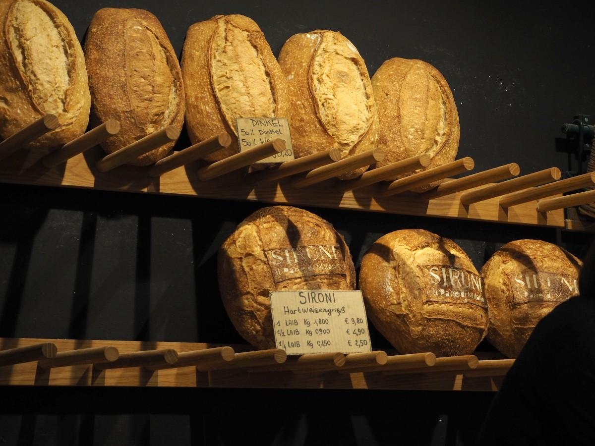 Breakfast Market Marthalle neun ix Sironi Brot il pane die milano
