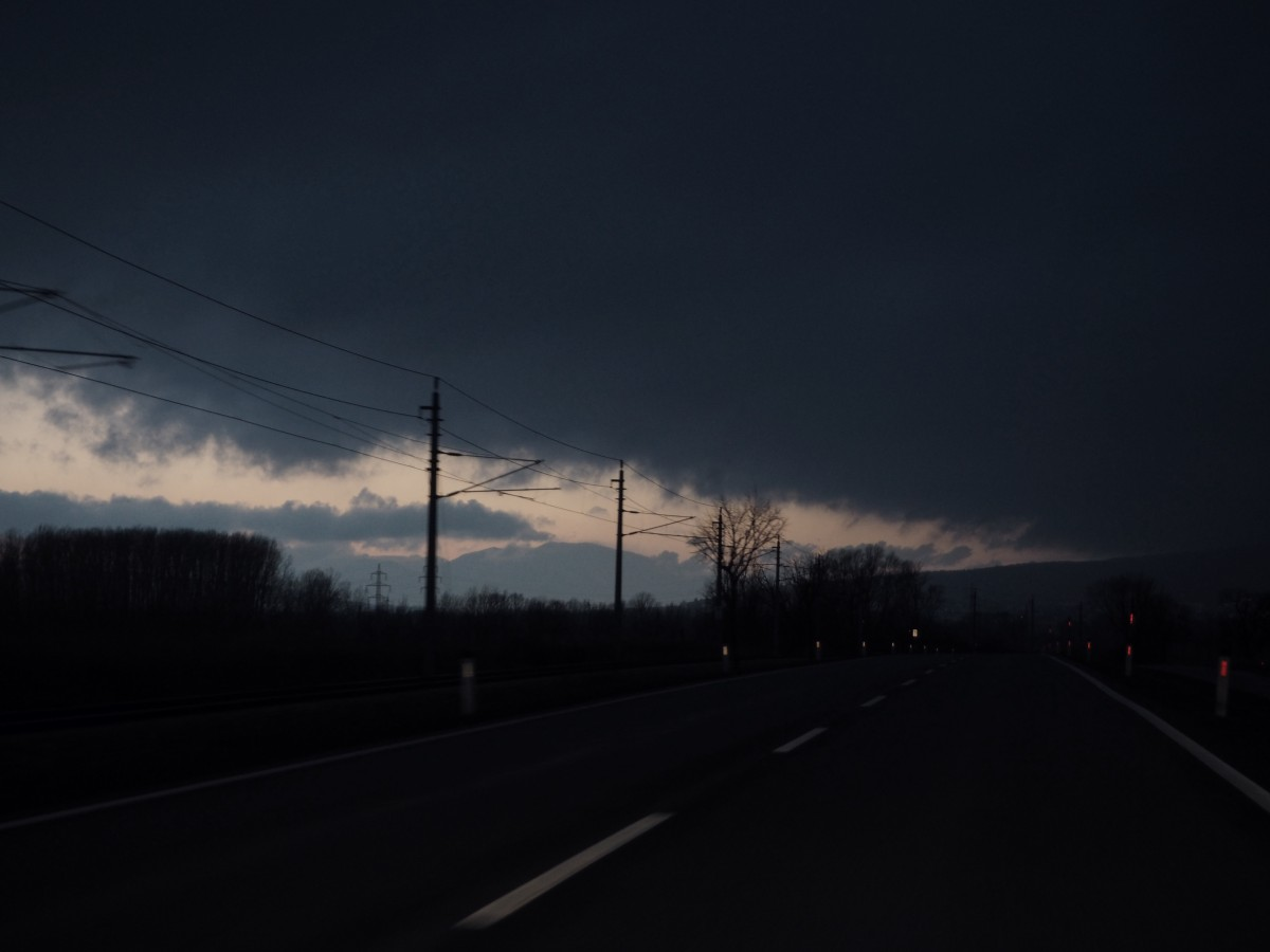 angekommen burgenland aussicht nacht fahrbahn verlassen