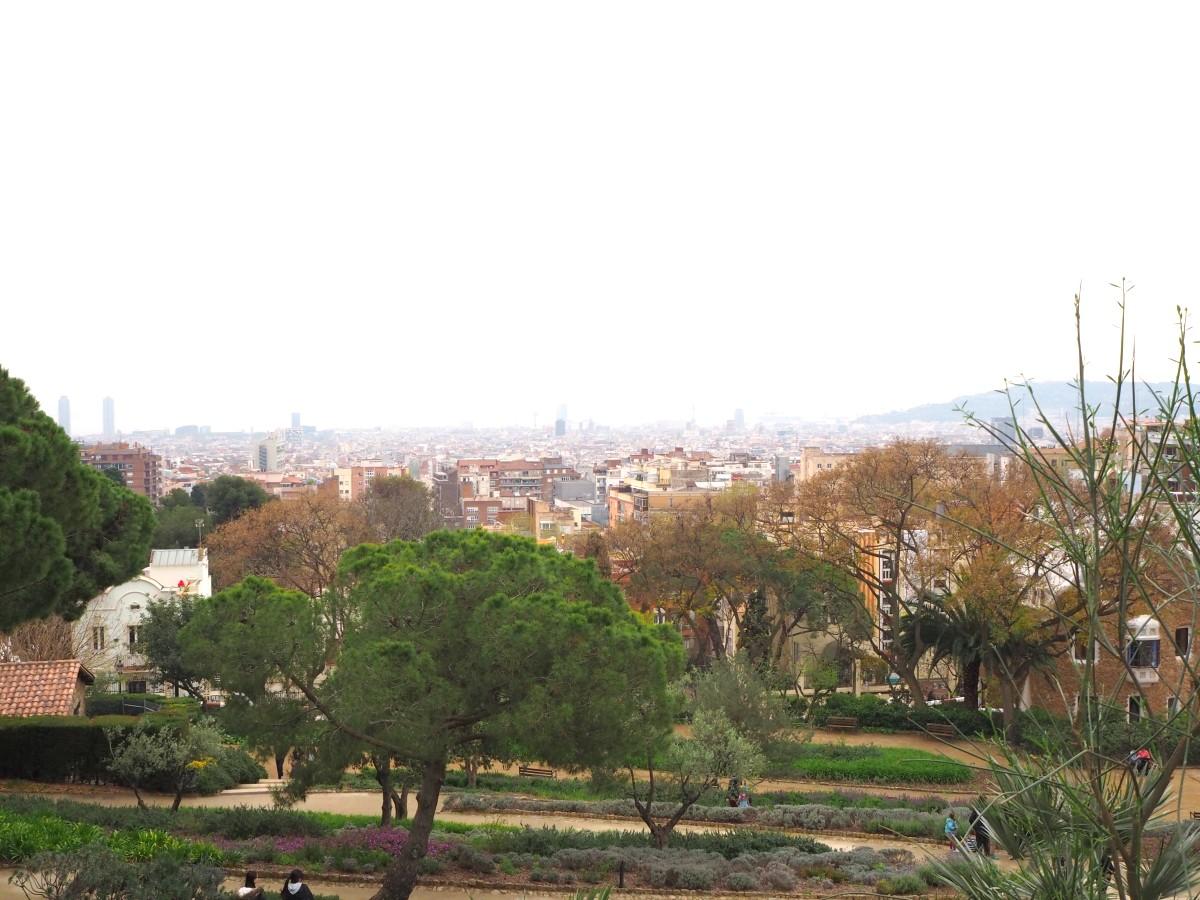 Die Aussicht vom Parc Güell in Barcelona.