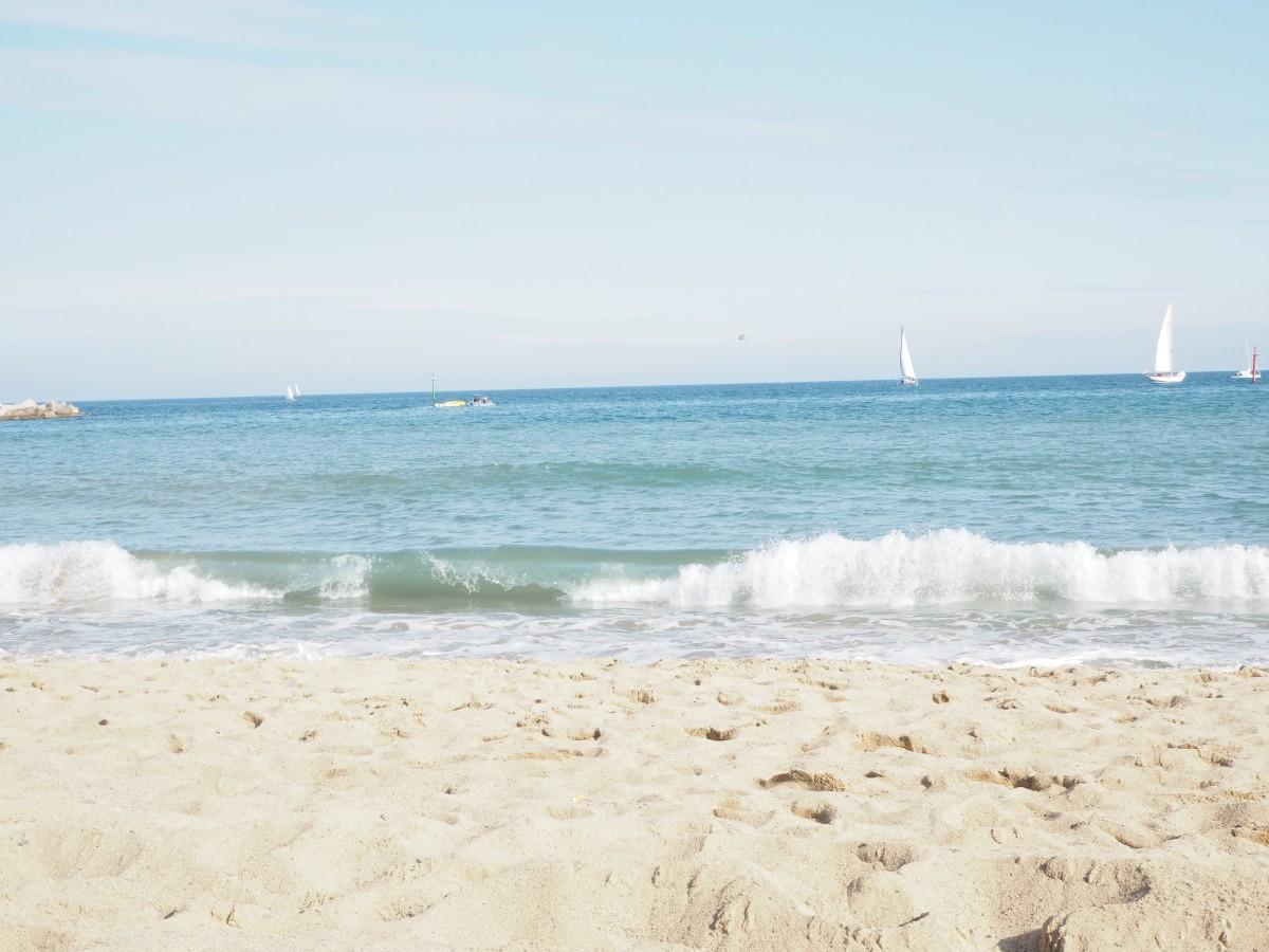 Das Meer am Strand von Barceloneta.