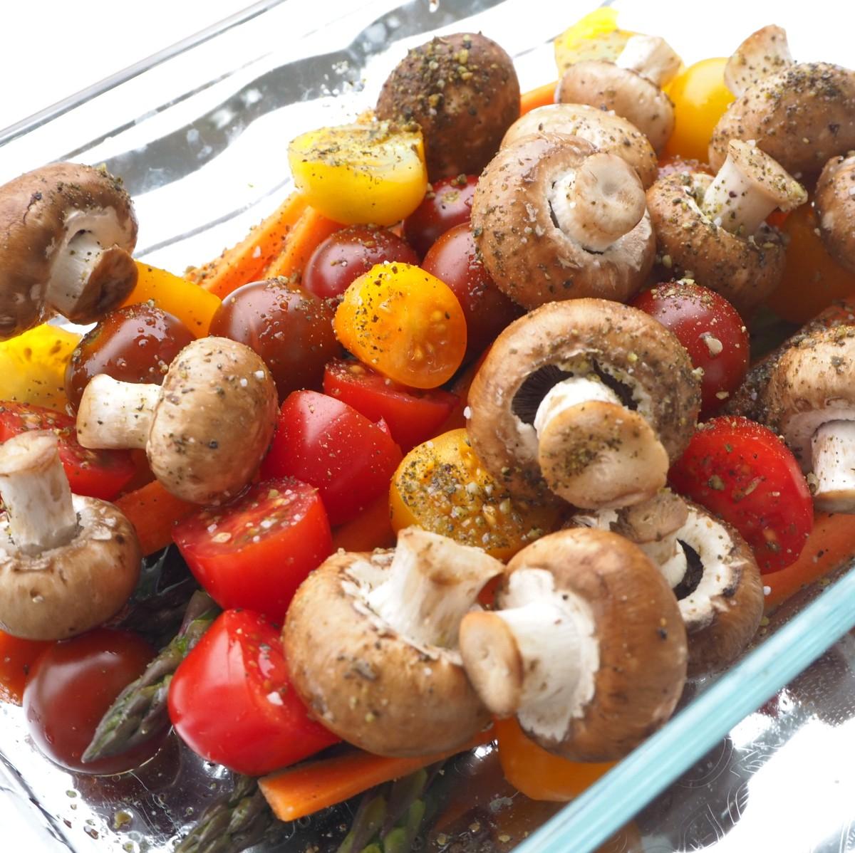 Bio Gemüseauflauf mit grünem Spargel, Gnocchi und Grillkäse überbacken.