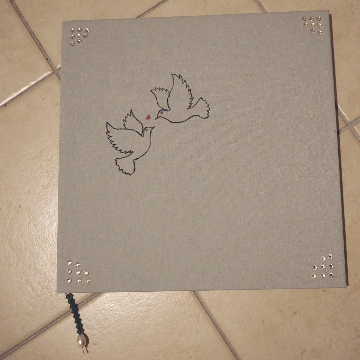 Das Cover des Hochzeitsbuchs.