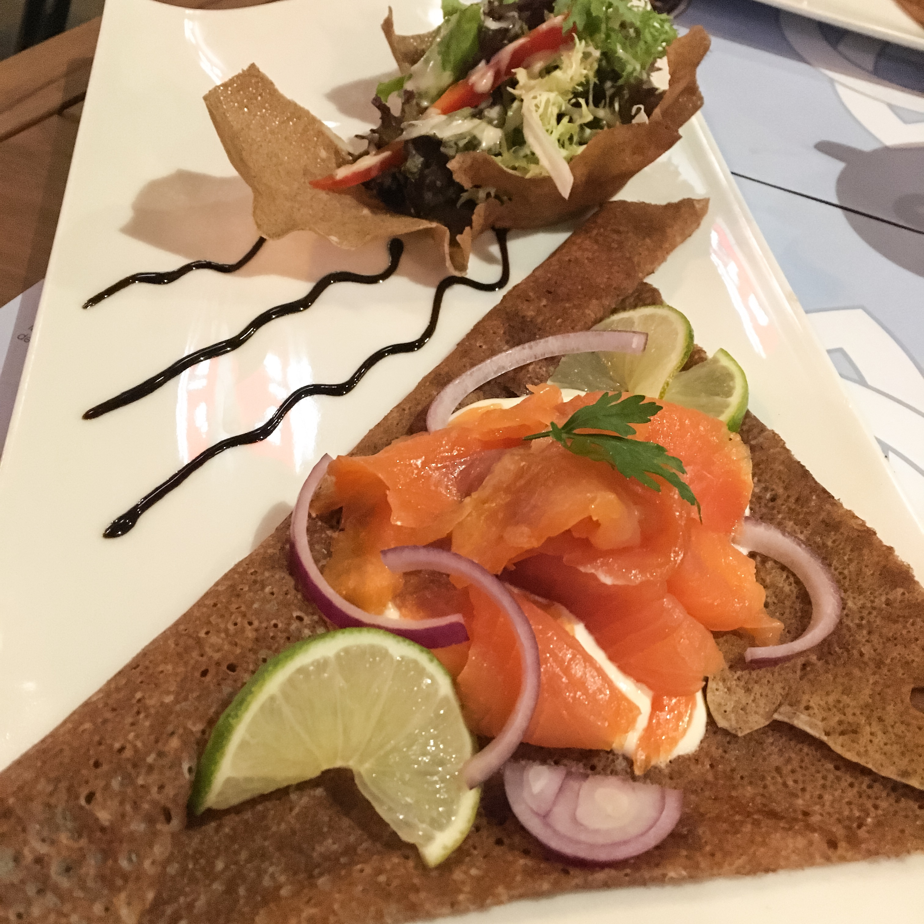 Lachs-Galettes im Les Matelots in Luxemburg.