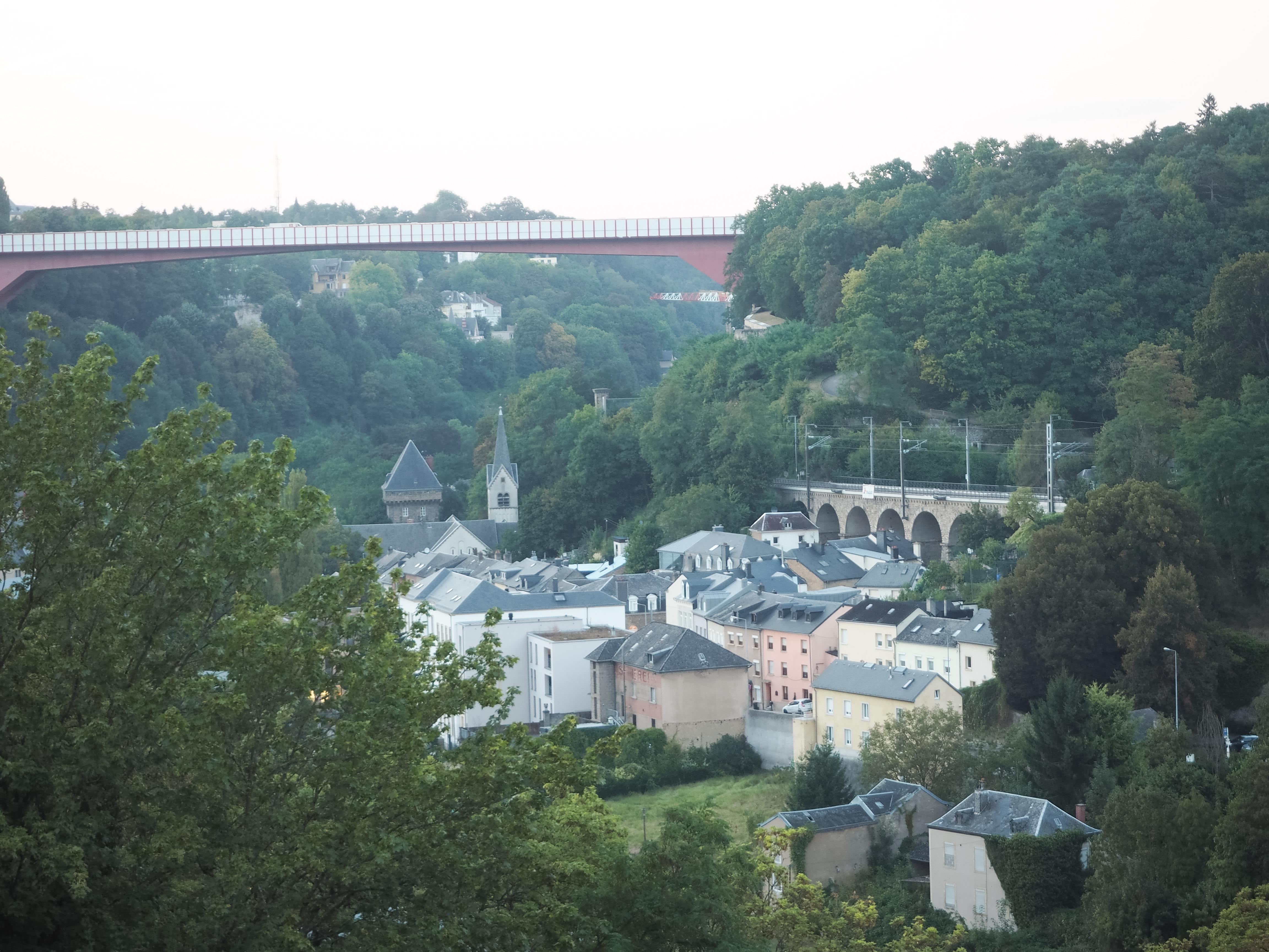 Blick auf die Unterstadt von Luxemburg.
