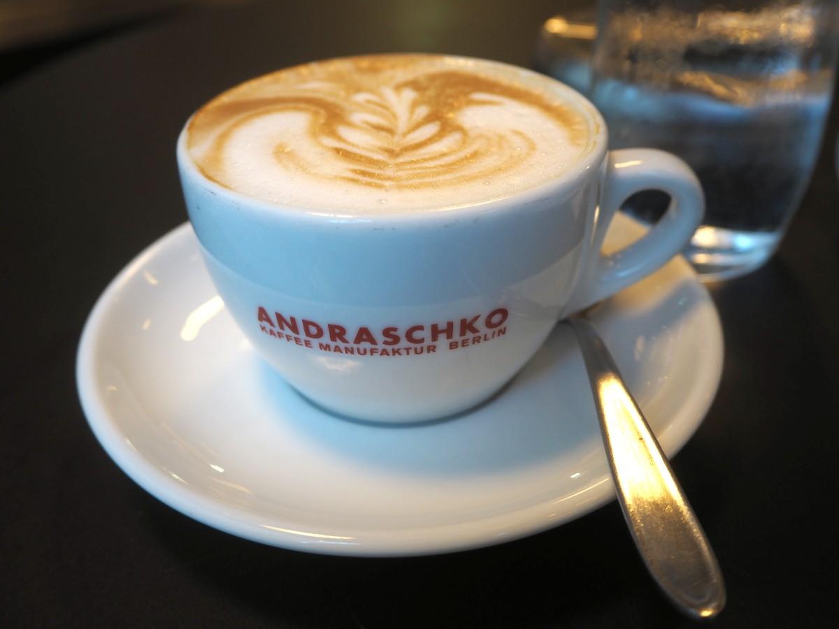 Andraschko Kaffee Cappuccino im falstaff Cafe Guide goldene Kaffeebohne Sieger von Wien Kaffeehaus Unger und Klein.