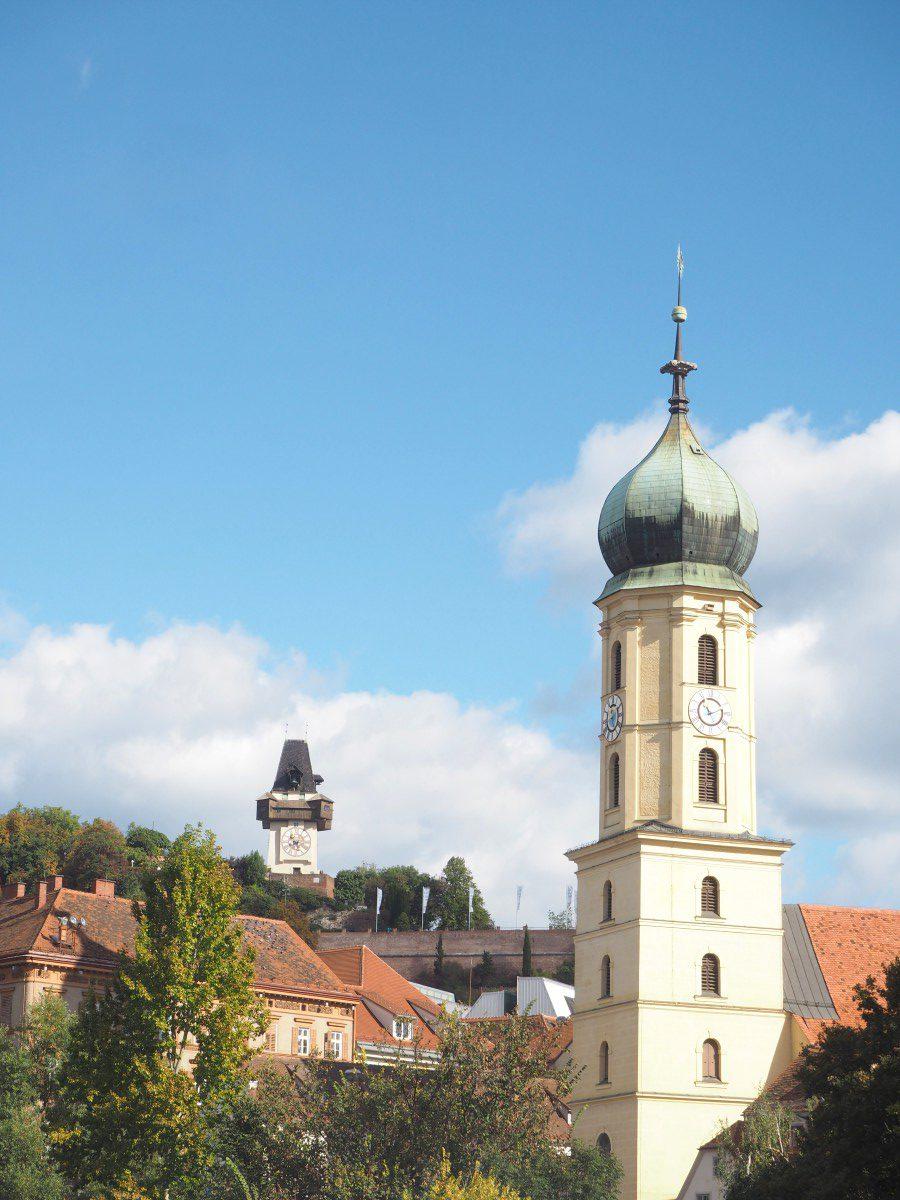 Aussicht auf Graz mit Uhrenturm.