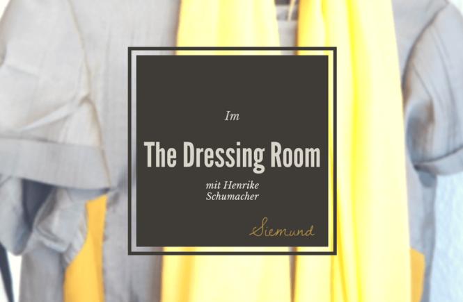 Henrike Schumacher The Dressing Room in Braunschweig Graues Kleid mit gelbem Schal