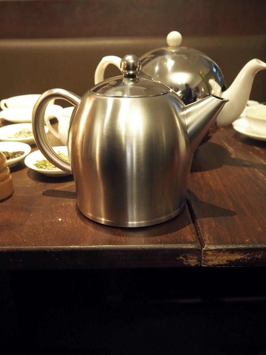 Erfahre mehr über guten Tee und die Bredemeijer Teekannen. Begleite mich zu einem Tea-Tasting im Tee Tea Thé in Berlin-Schöneberg.